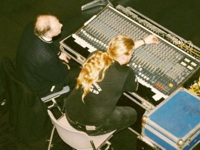 1999 02